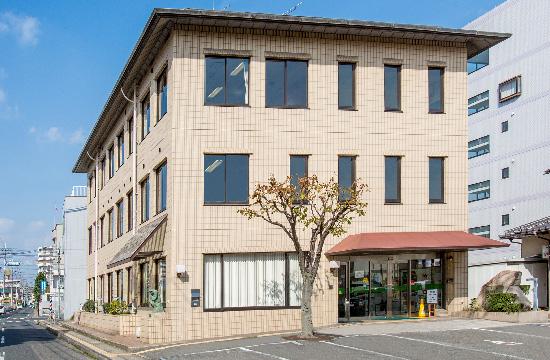 岡山県視覚障害者センターの建物の外観写真。
